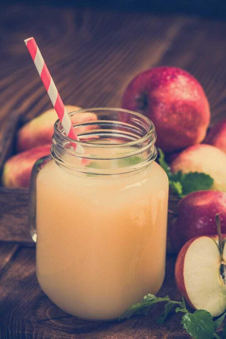 Apfelsaft mit etwas Salz als isotonisches Getränk
