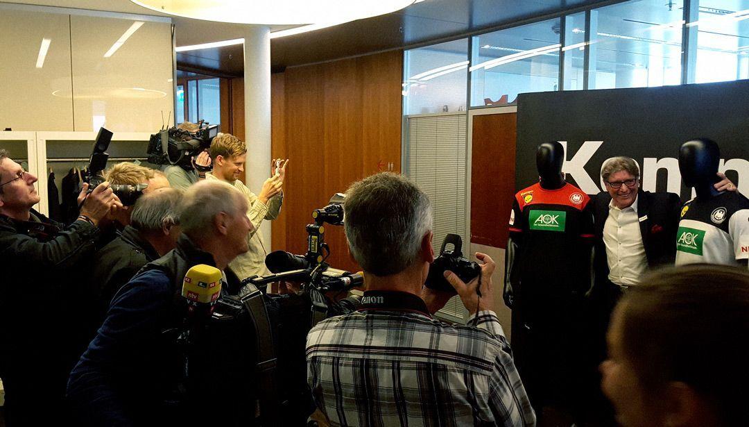 Toni Schumacher bei der DHB Trikotpräsentation